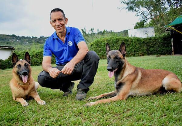 Alvaro osorio con perros